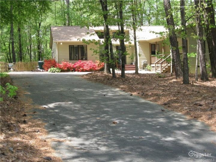 A Home in the Woods Photo 2
