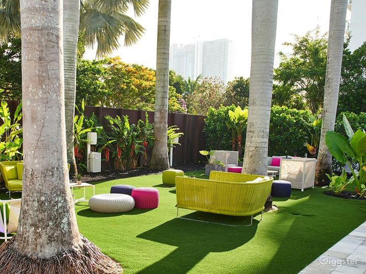 Huge Vibrant Outdoor Space Photo 4