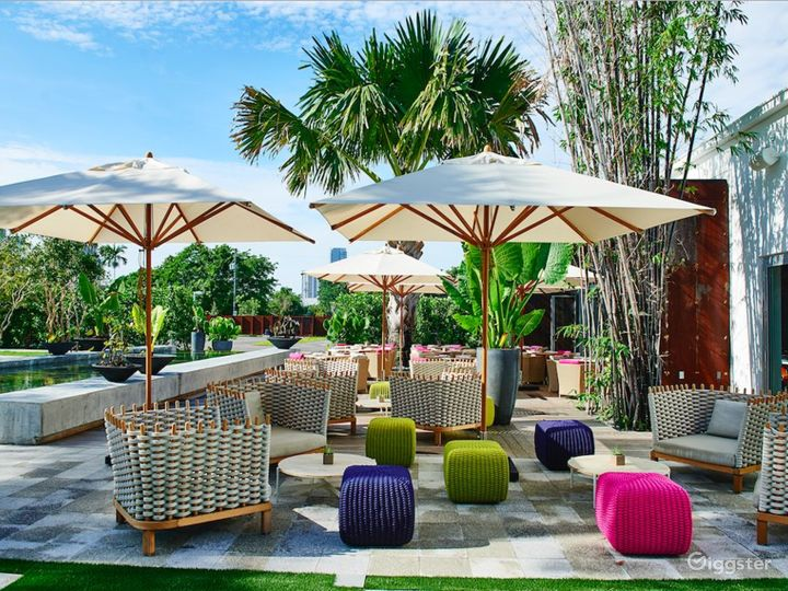 Huge Vibrant Outdoor Space Photo 3