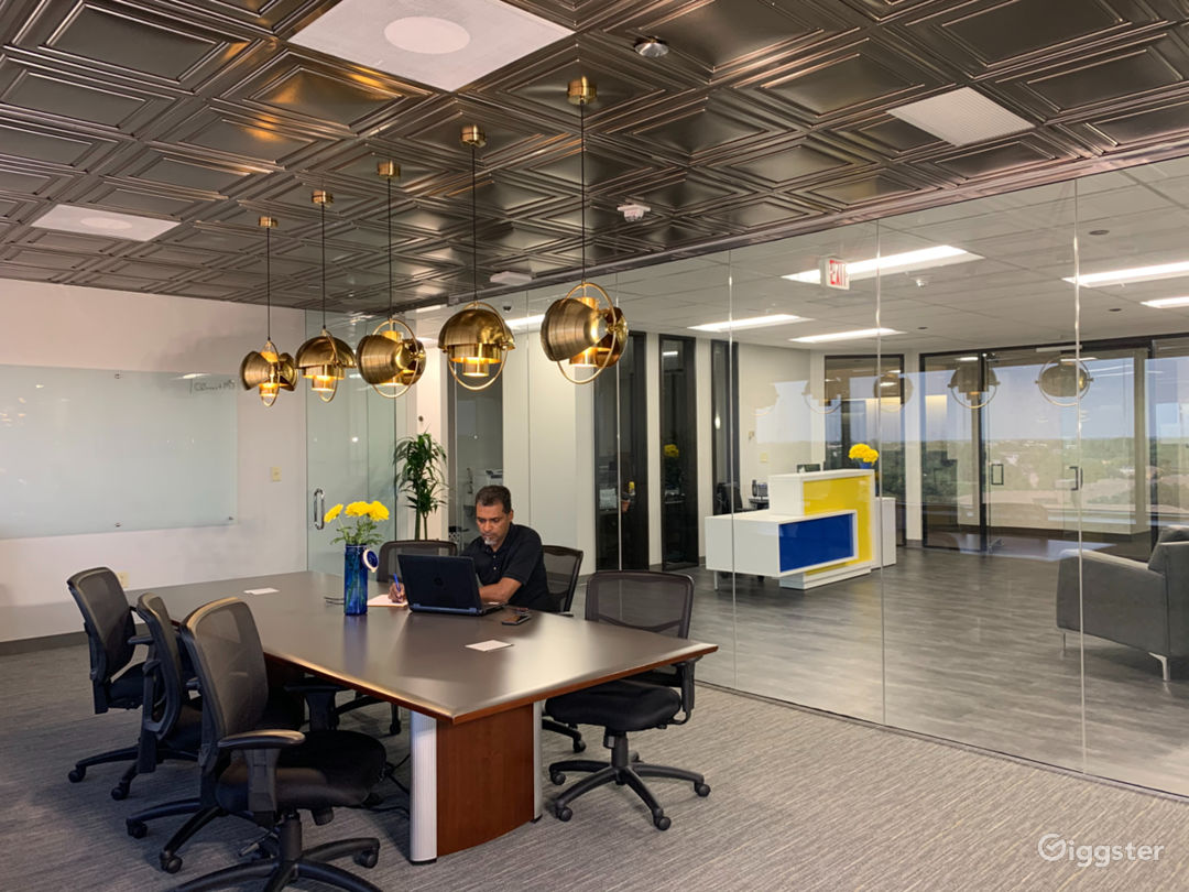 Modern and Amenity Rich Workspace in Dallas Photo 1