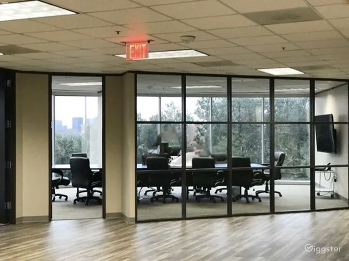 Modern and Amenity Rich Workspace in Dallas Photo 2