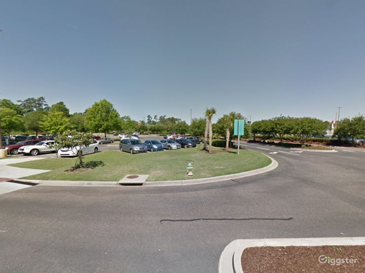 Spacious Parking Lot in Myrtle Beach Photo 4