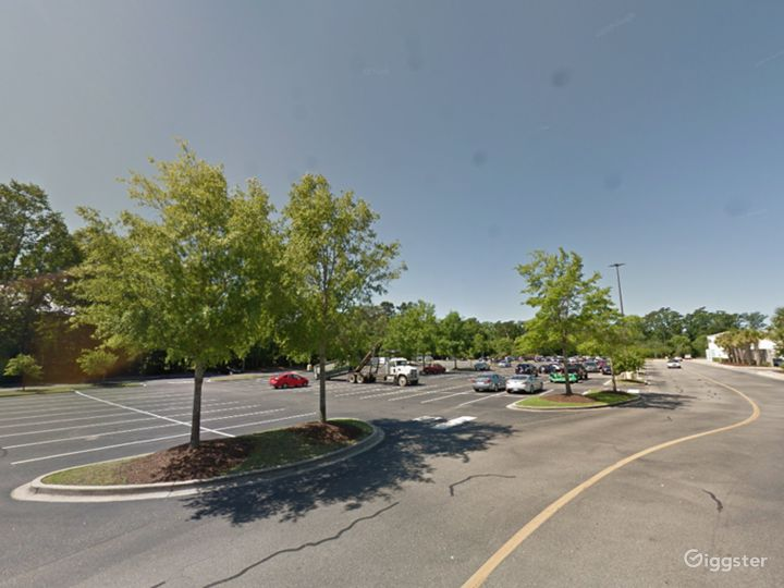 Spacious Parking Lot in Myrtle Beach Photo 2
