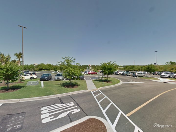 Spacious Parking Lot in Myrtle Beach Photo 5