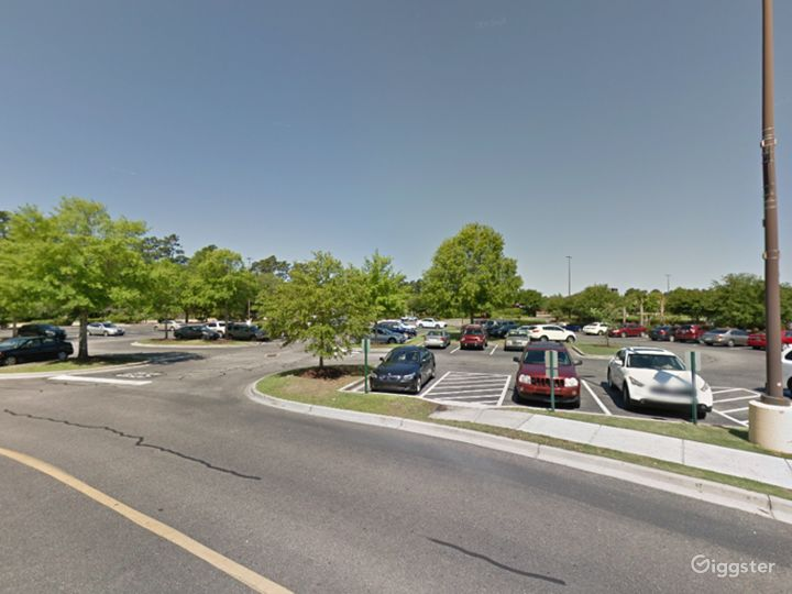 Spacious Parking Lot in Myrtle Beach Photo 3