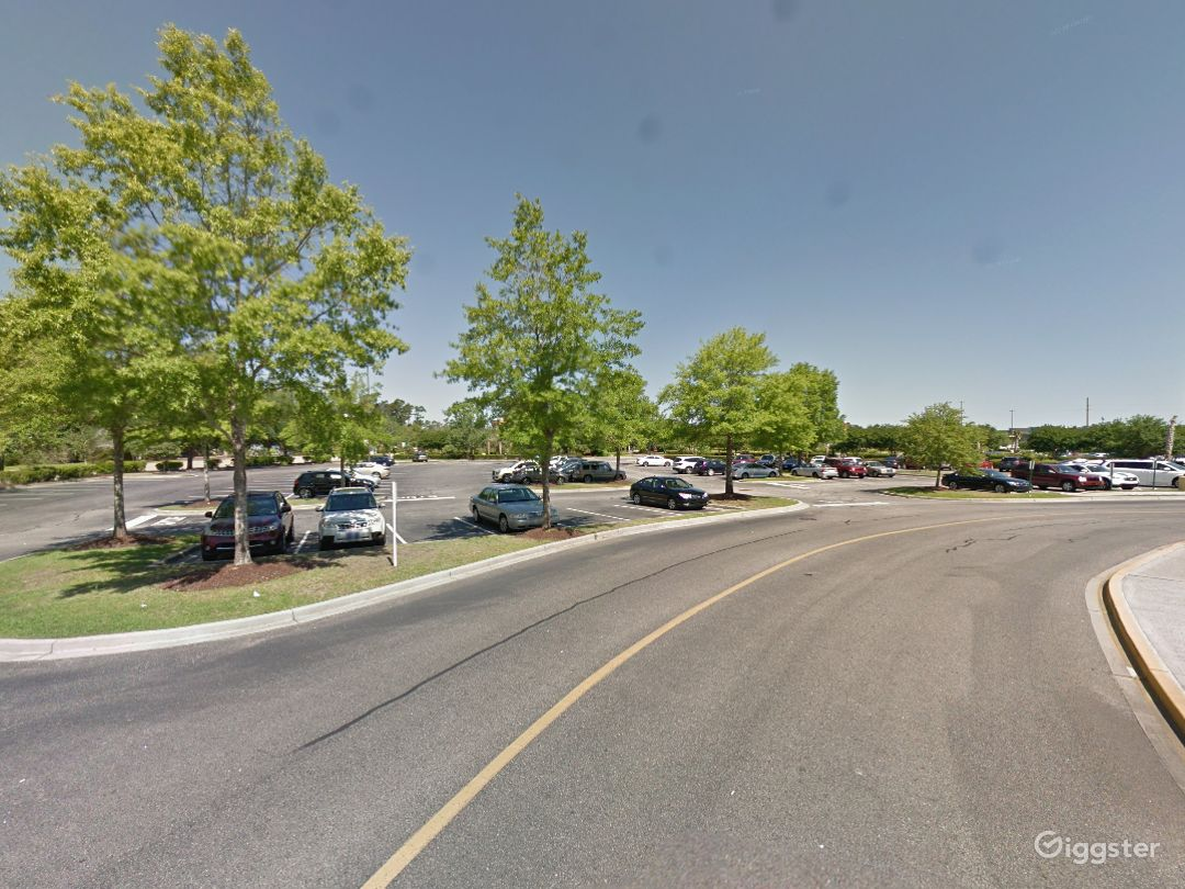 Spacious Parking Lot in Myrtle Beach Photo 1