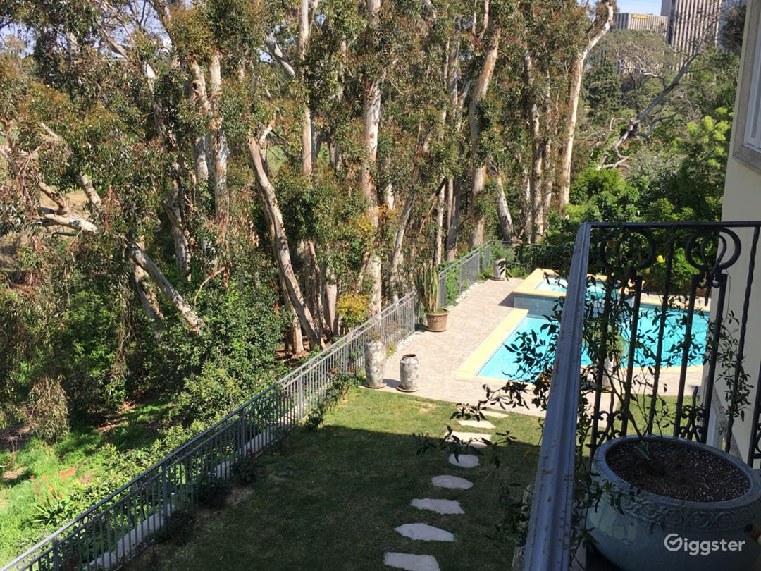 10000sq home overlooking a golf course. Photo 4