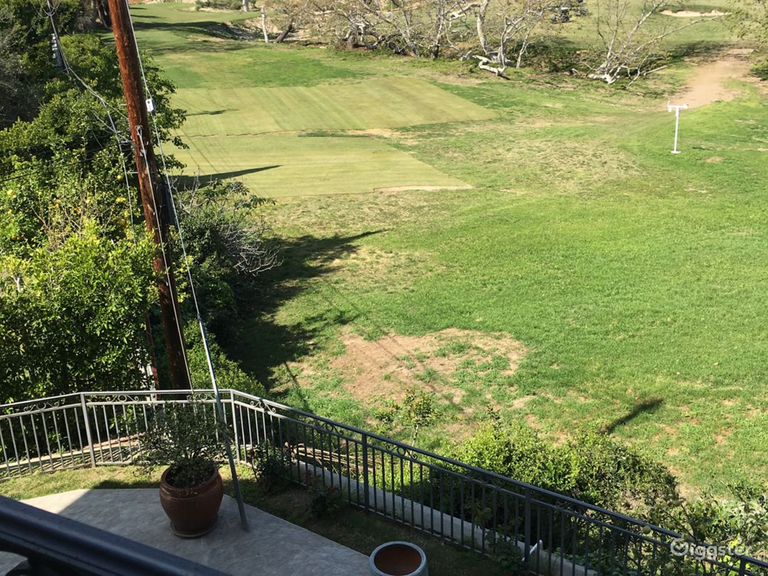 10000sq home overlooking a golf course. Photo 1