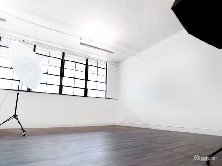 Beautiful Photography/Videography Studio Photo 3