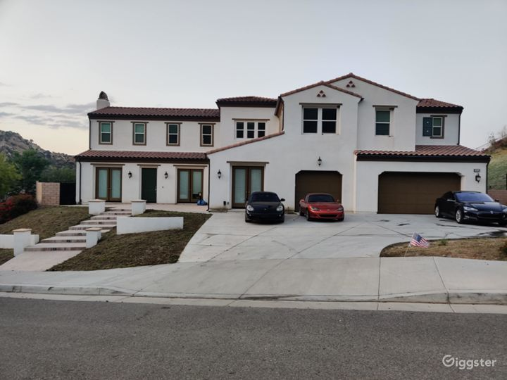 Large house  w/ movie theater and custom upgrades! Photo 4
