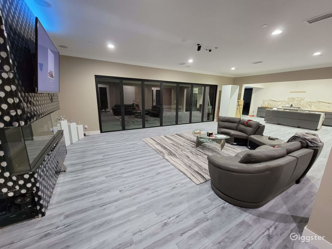 Large house  w/ movie theater and custom upgrades! Photo 1