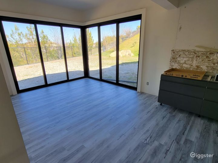 Large house  w/ movie theater and custom upgrades! Photo 2