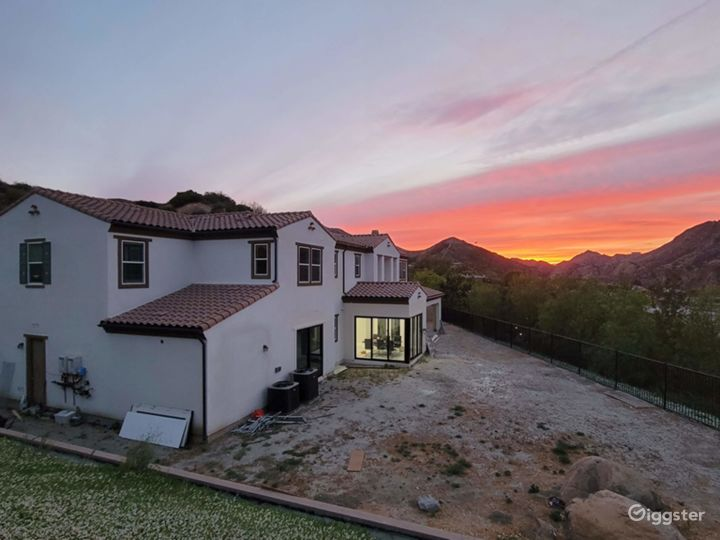 Large house  w/ movie theater and custom upgrades! Photo 5