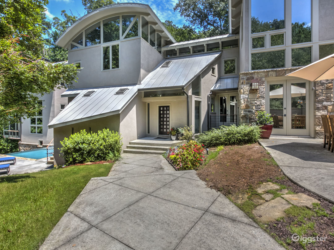 Modern Mountain House with Pool Photo 1