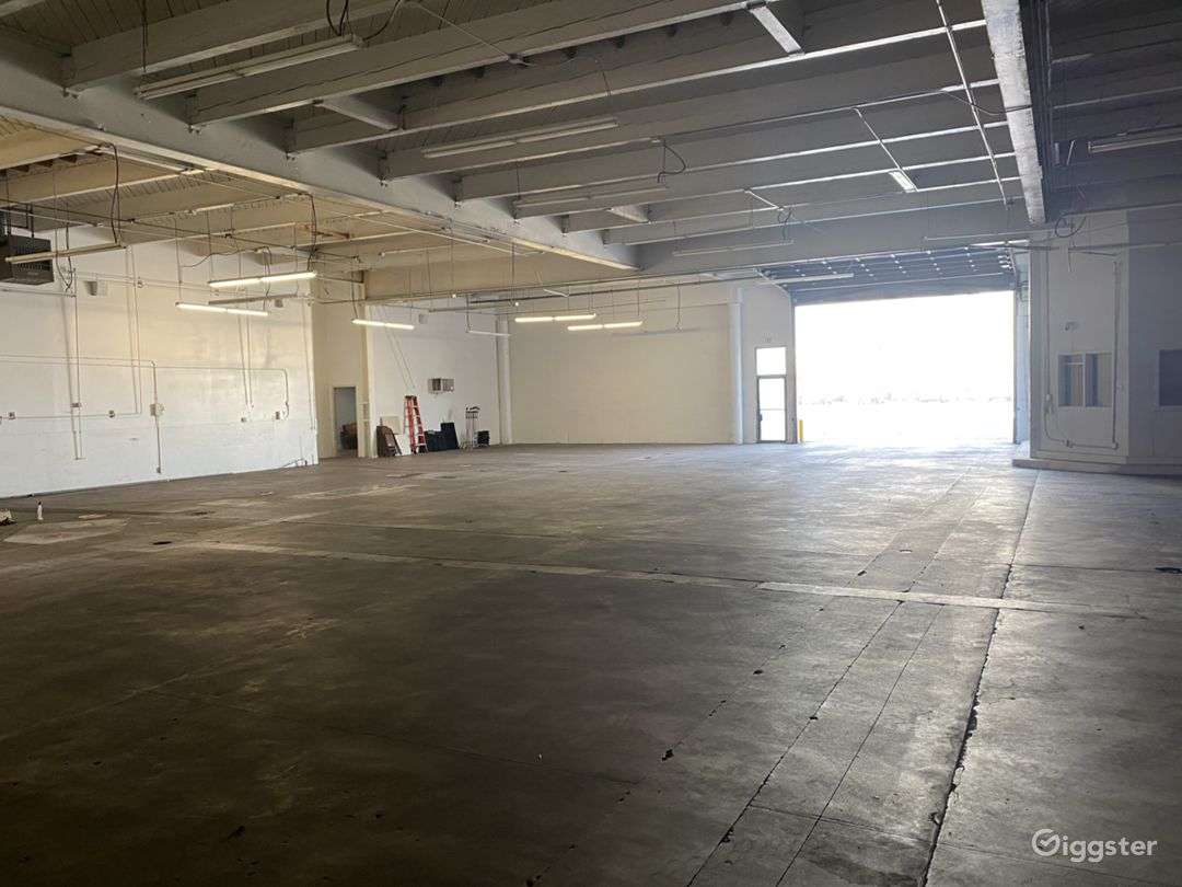 Large Open Space Warehouse Photo 1