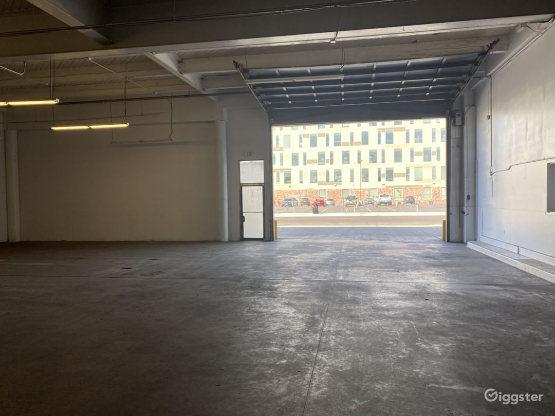 Large Open Space Warehouse Photo 2