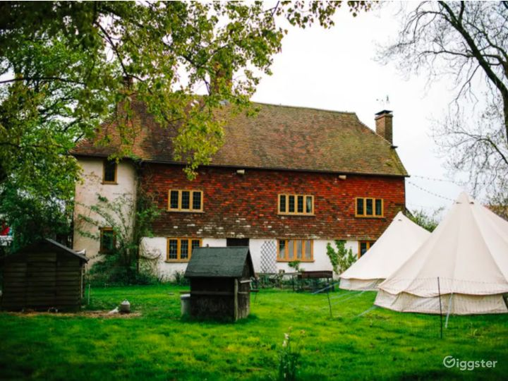 Сharming Tent Area in East Grinstead Photo 3