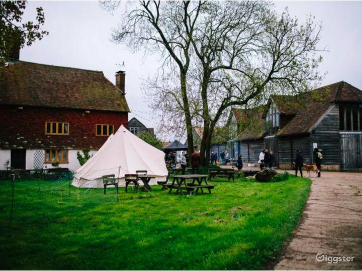 Сharming Tent Area in East Grinstead Photo 4