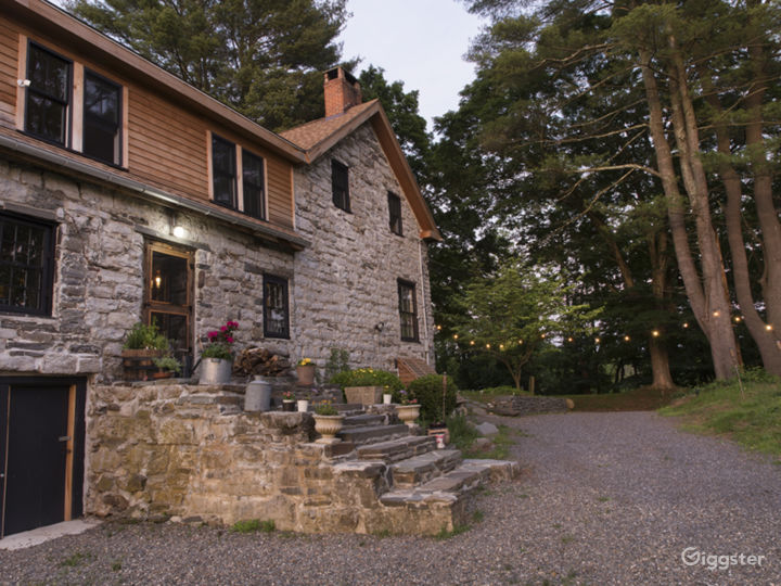 Bucolic stone farmhouse with pool: Location 5128 Photo 4