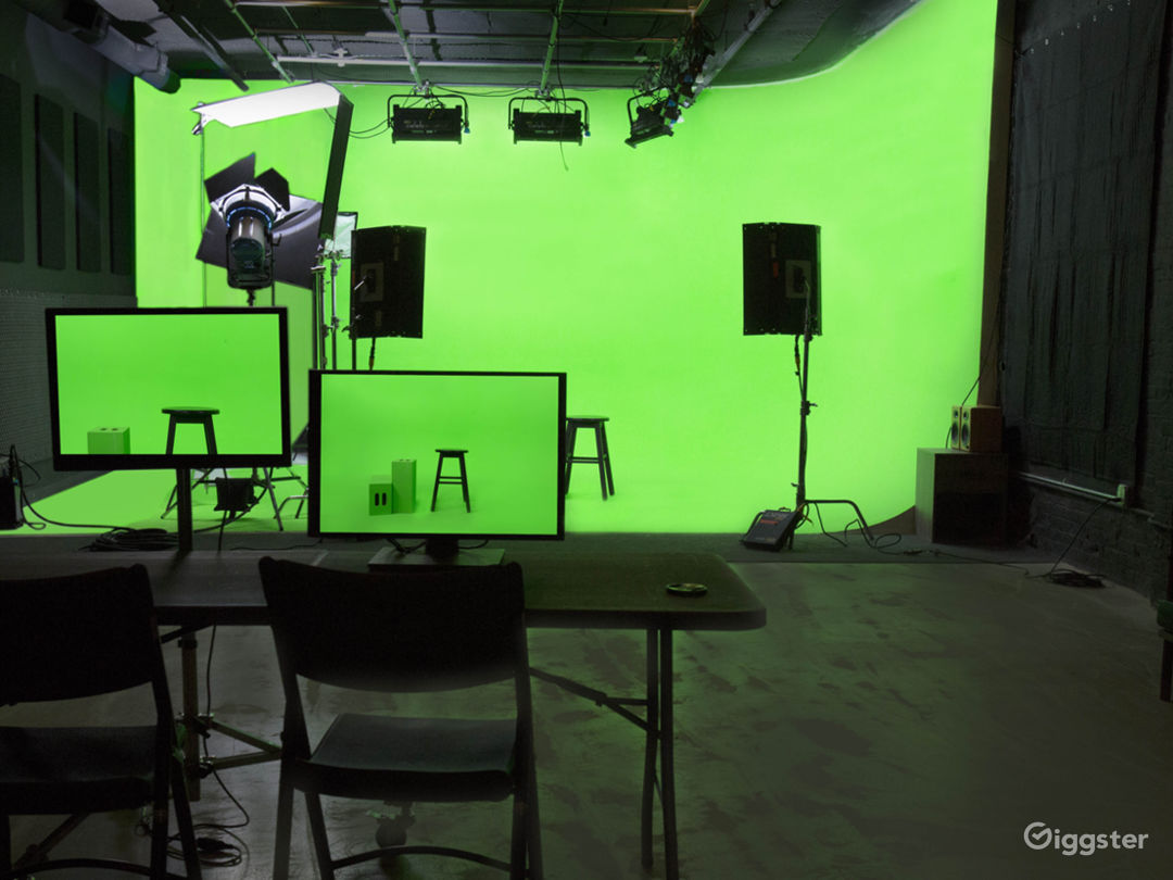 Cyclorama can be painted green upon request