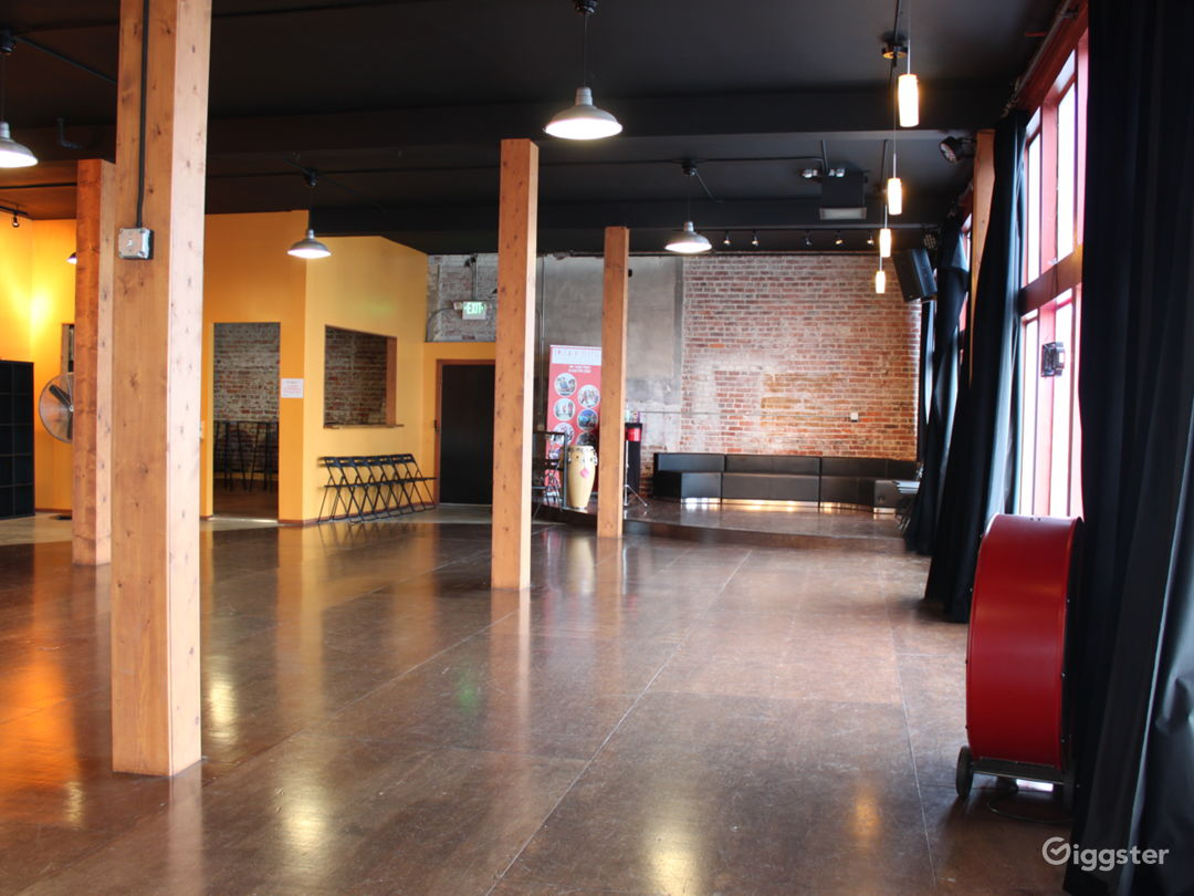 Beautiful Open Space - Wood floor and Brick Wall Photo 2