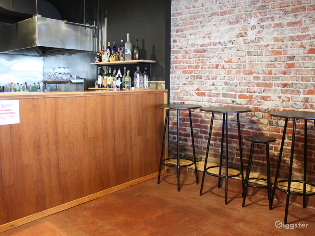 Beautiful Open Space - Wood floor and Brick Wall Photo 4