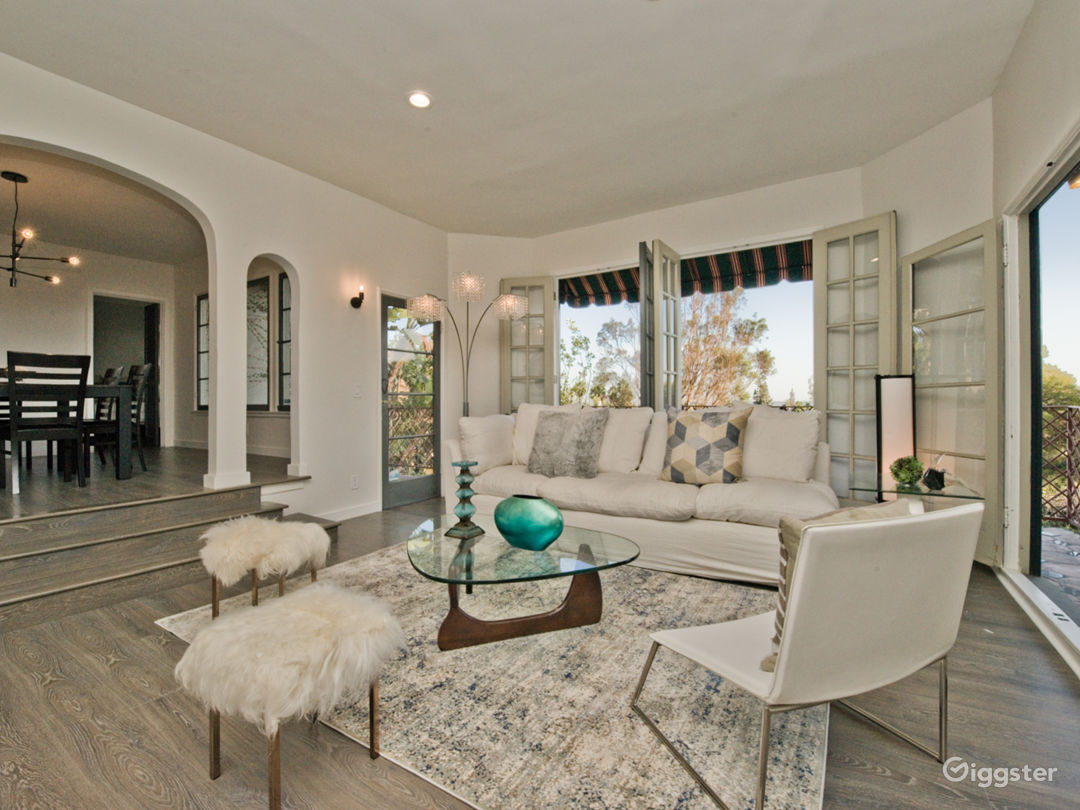 Luxury 2-Story Villa with Downtown Hollywood Views Photo 2