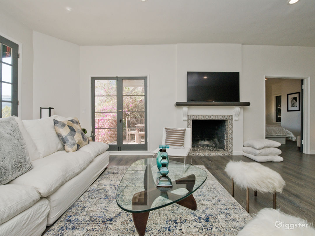 Luxury 2-Story Villa with Downtown Hollywood Views Photo 3