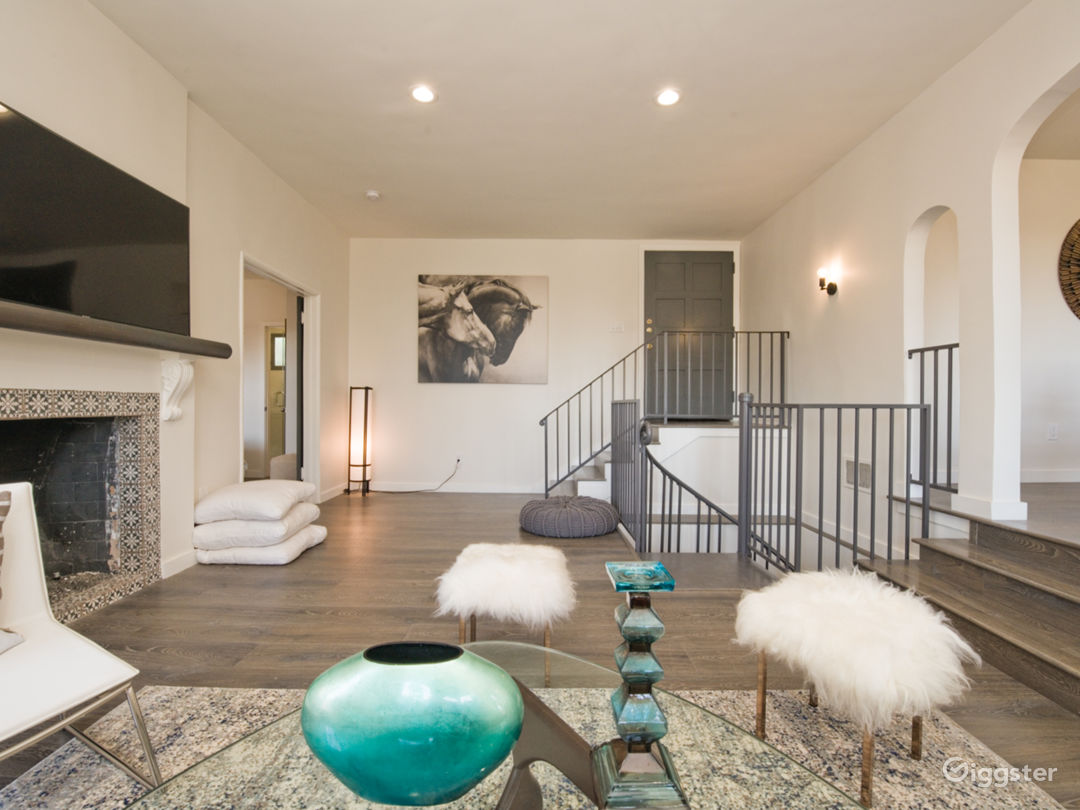 Luxury 2-Story Villa with Downtown Hollywood Views Photo 4