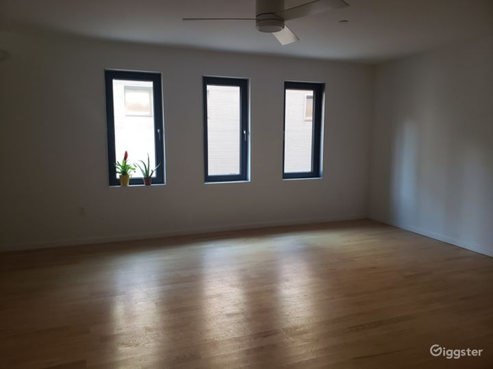 Spacious space with cinematic touch, skyline view Photo 4