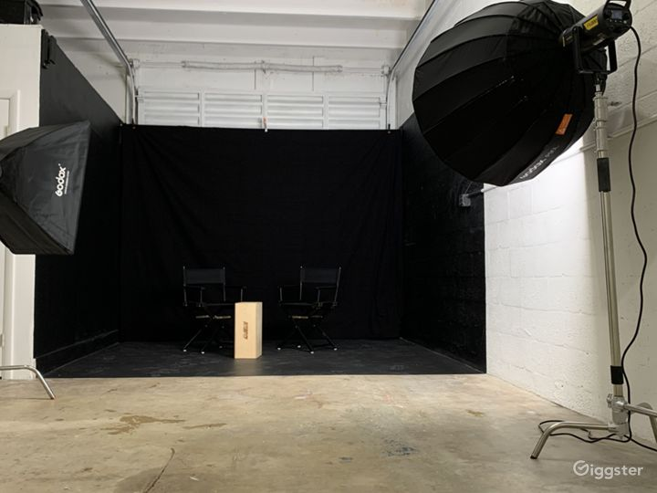 Super Sized Cyclorama Wall Studio with Paperdrops Photo 3