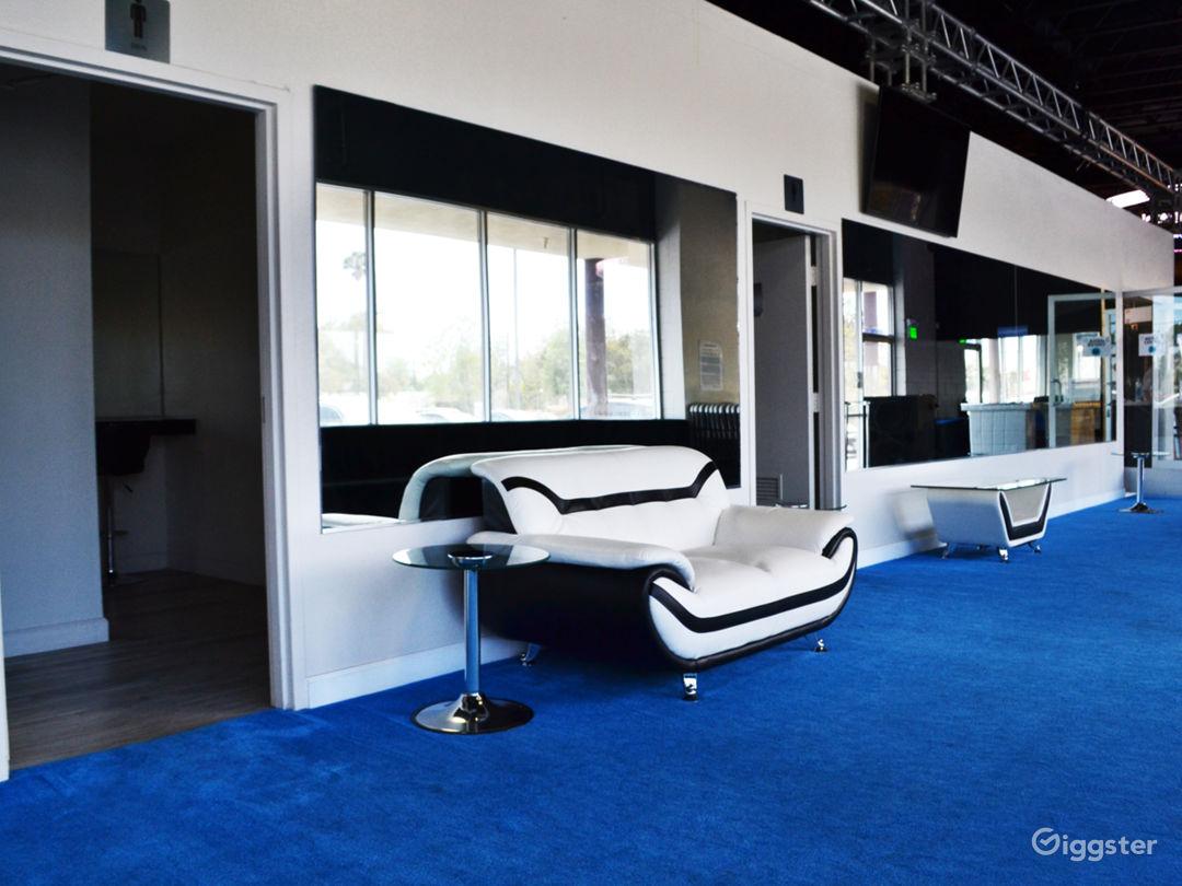 Livestream & Podcast Broadcast Studio Lounge area