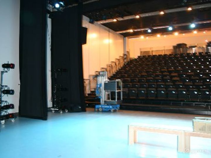 Dance studio and performance theater:Location 4120 Photo 2