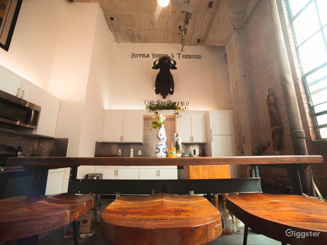 Beautiful Industrial Mid-Century Loft Nat Light Photo 2