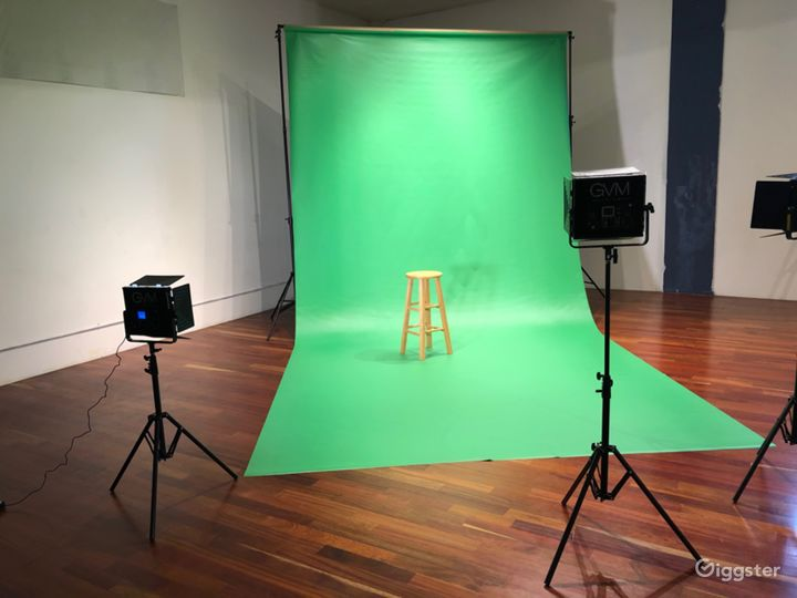 Green and white backdrops are available