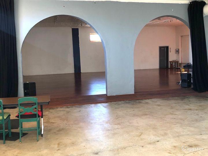 Spacious Open Studio and Foyer - Detroit Photo 5