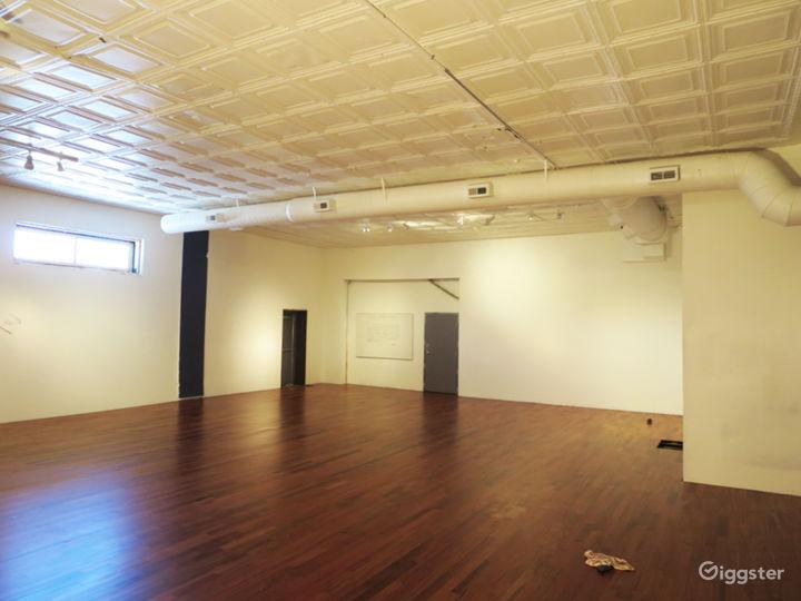 Spacious Open Studio and Foyer - Detroit Photo 4