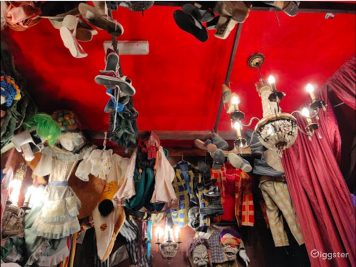 Playful Tavern Offering Whimsical Decor in London Photo 2