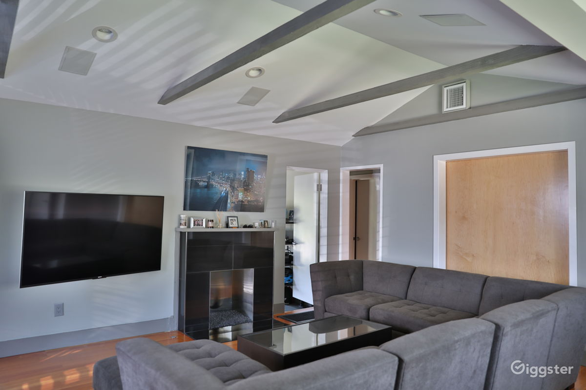 Rent The House(residential) Newly Remodeled Modern 2b/2b With Large  Backyard For