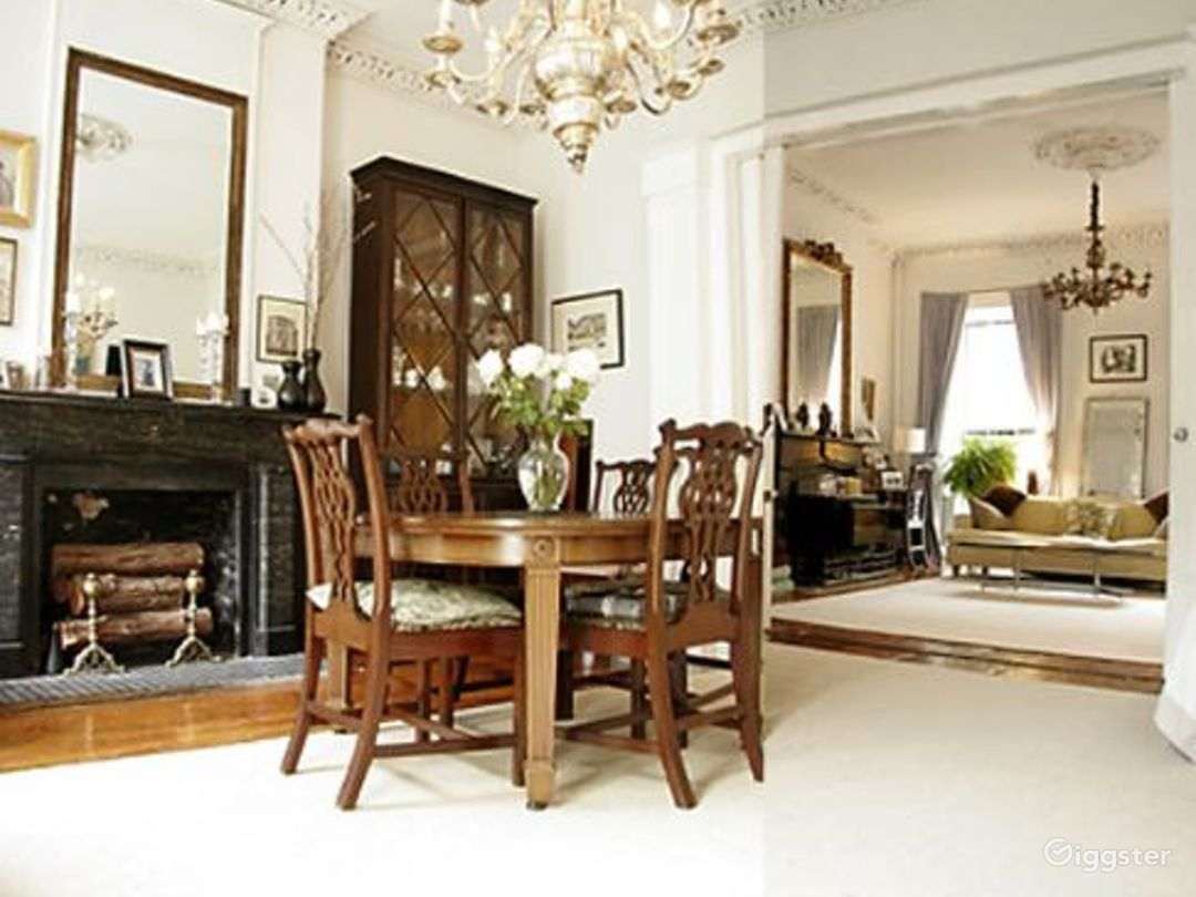 Traditional brownstone apartment: Location 4020 Photo 1