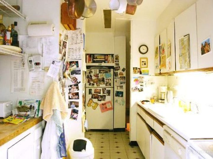 Traditional brownstone apartment: Location 4020 Photo 4