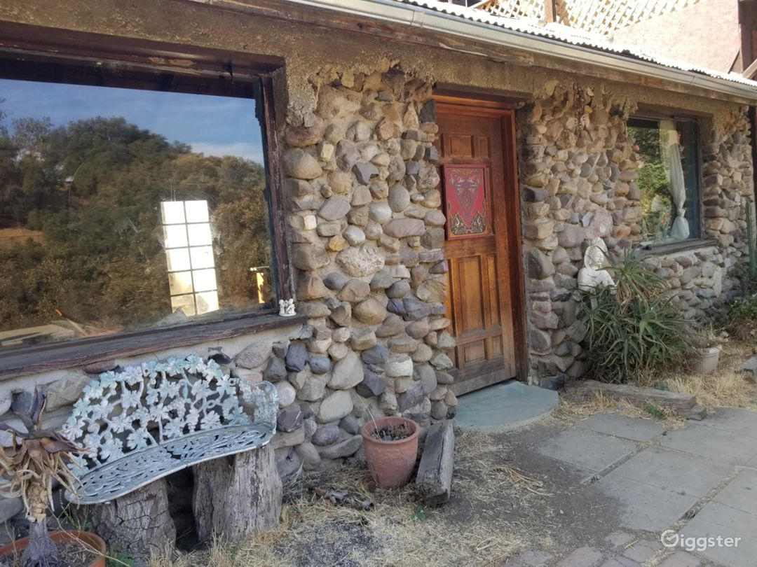 100yr + Stone House w/fireplace + French Quarters! Photo 2
