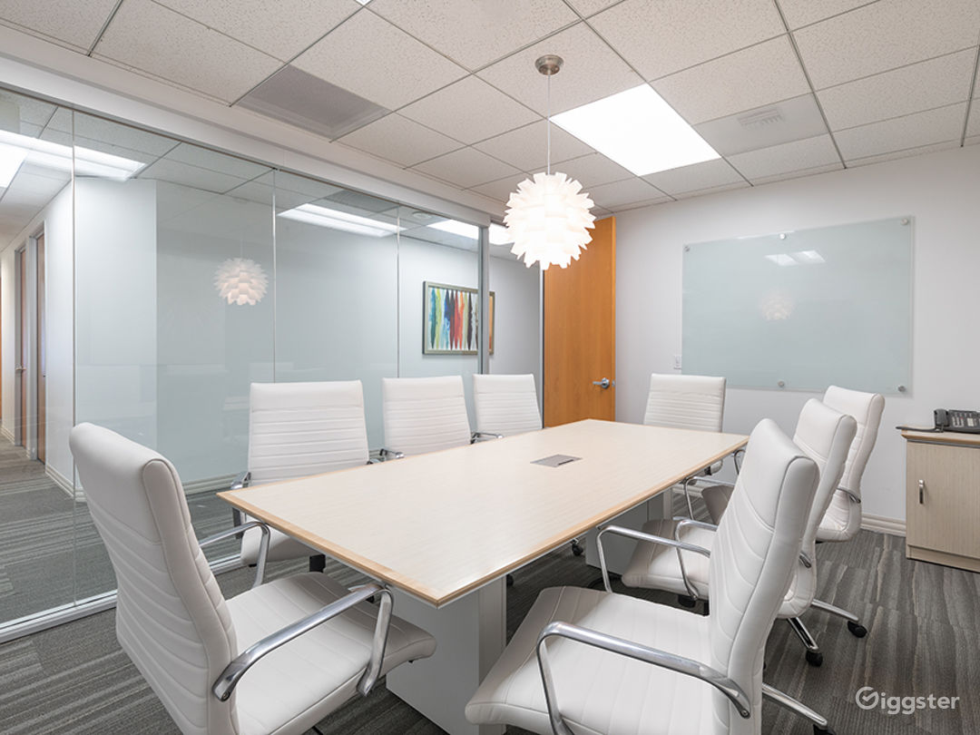 8 PERSON CONFERENCE ROOM-MANHATTAN BEACH  Photo 3