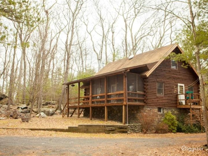 Rural Lakeside Log Home: Location 5195 Photo 4
