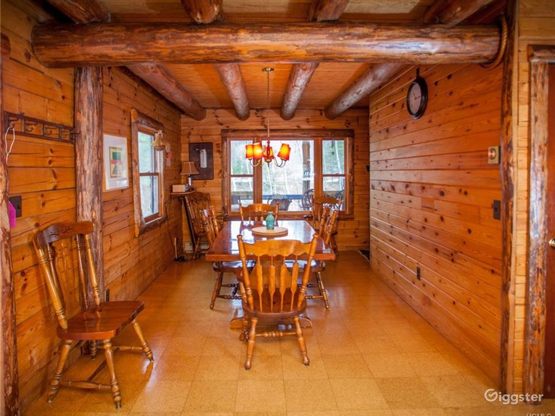 Rural Lakeside Log Home: Location 5195 Photo 1