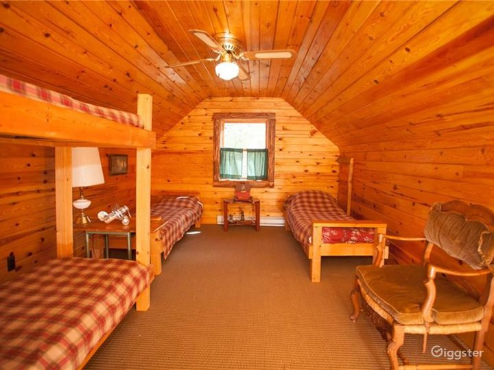 Rural Lakeside Log Home: Location 5195 Photo 3