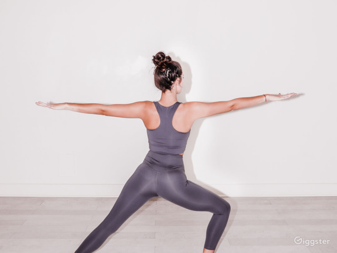 Modern, white fitness and wellness space Photo 1