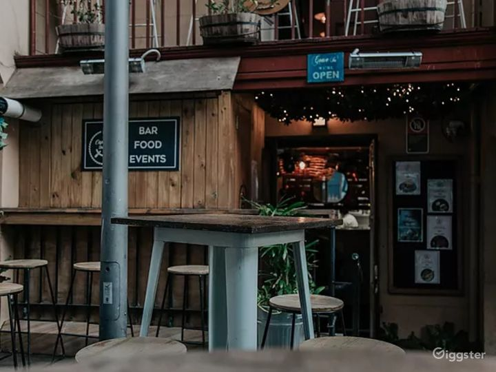 Courtyard Place with Good Food and Drinks Photo 5