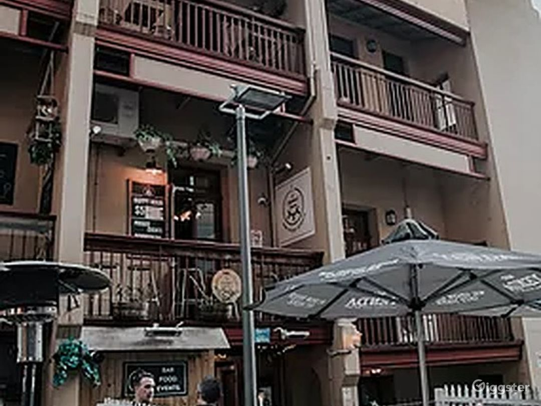 Courtyard Place with Good Food and Drinks Photo 1