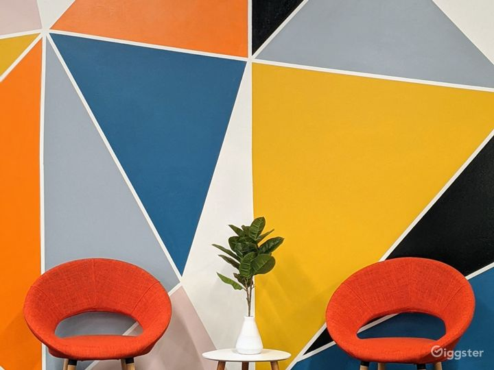 Vibrant Modern Meeting Room Photo 3